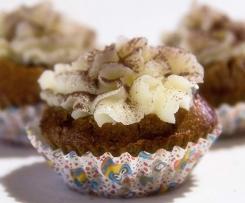 Cupcake al cioccolato con sorpresa e frosting alla panna