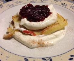 Pancake con yogurt greco e marmellata di ciliegie