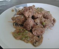 Involtini di vitello su crema di curry con contorno di piselli e funghi ( Contest )